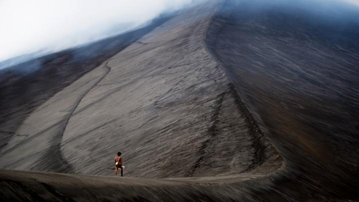 Mungau Dain at the volcano in 'Tanna' - DOP Bentley Dean, PHOTO Philippe Penel